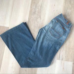 7FAM Light wash Denim Dojo jeans Size 29